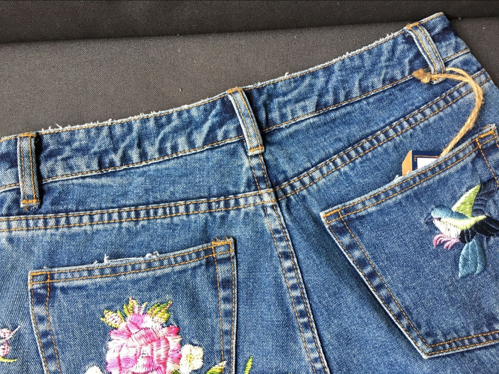 2017 Europe and the United States women's three-dimensional 3D heavy craft bird flowers before and after embroidery high waist Slim straight jeans large code system 46 yards (31)
