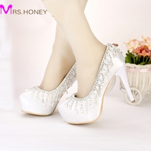 Fashion White Satin Round Toe Shape Wedding Shoes Tassel Rhinestone Party Shoes 2016 Spring New Arrival Lady Beautiful Pumps