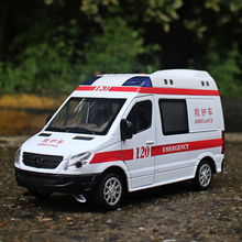 MZ 1:32 Alloy car model ambulance  Simulation of metal materials for cars Sound and light back to children's toys