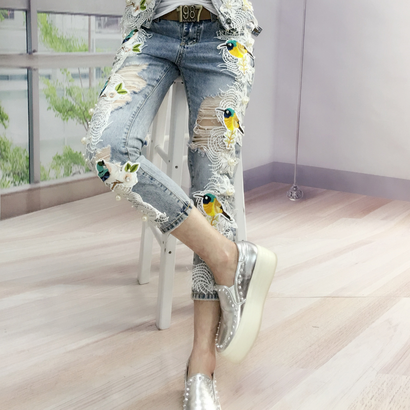 Europe The latest fashion Jeans flowers 2017 Autumn women ladies ripped jeans lace embroidery low waist beaded denim pantsÎäåæäà è àêñåññóàðû<br><br>