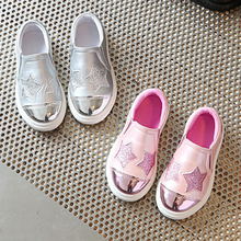 2017 European lovely girls toddlers hot sales patch princess baby sneakers cute fashion Pu slip on baby casual shoes