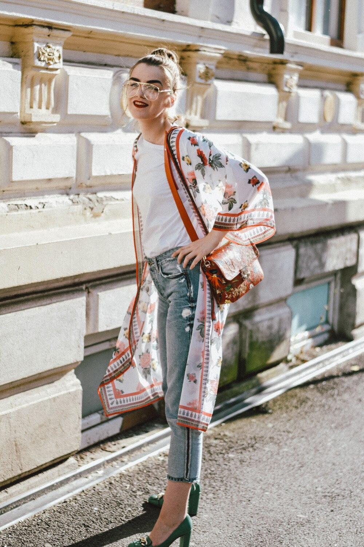 Floral-kimono-two-tone-boyfriend-jeans-green-gucci-pumps-floral-coral-bag-clear-lens-glasses-andreea-birsan-couturezilla-cute-summer-outfit-14