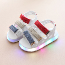 2017 European New cute fashion LED lighted toddler first walkers cute hot sales girls boys shoes hot sales baby kids shoes(China)