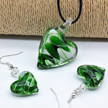 Free Shipping Wholesale 5 Sets Heart green Lampwork Glass Pendant Necklace Earrings Set, Fashion Jewelry SetS(China)