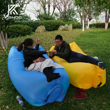 2017 top sale factory price waterproof 190T Nylon banana Hangout air bed lazy lounger sofa gonflable schlafsack bolsa de praia