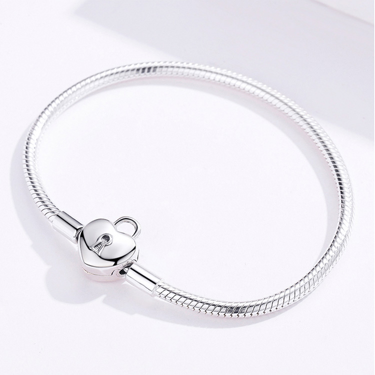 bracelet a charm cadenas scintillant tendance glamour
