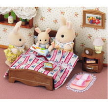 New Kids Pretend Toy! Genuine Sylvanian Families Double Bed Set Dollhouse Furniture Miniature Bed Light Bedside Table Toys
