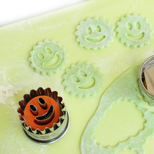 New Arrival New Cookies 1 pc smile face Shape Spring Loaded Embossed Cake Mould/cookie Mould Rice Molded