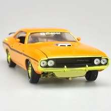 High simulation supercar,1:24 scale alloy Dodge challenger R/T HEMI car,Collection metal model toys,free shipping(China)
