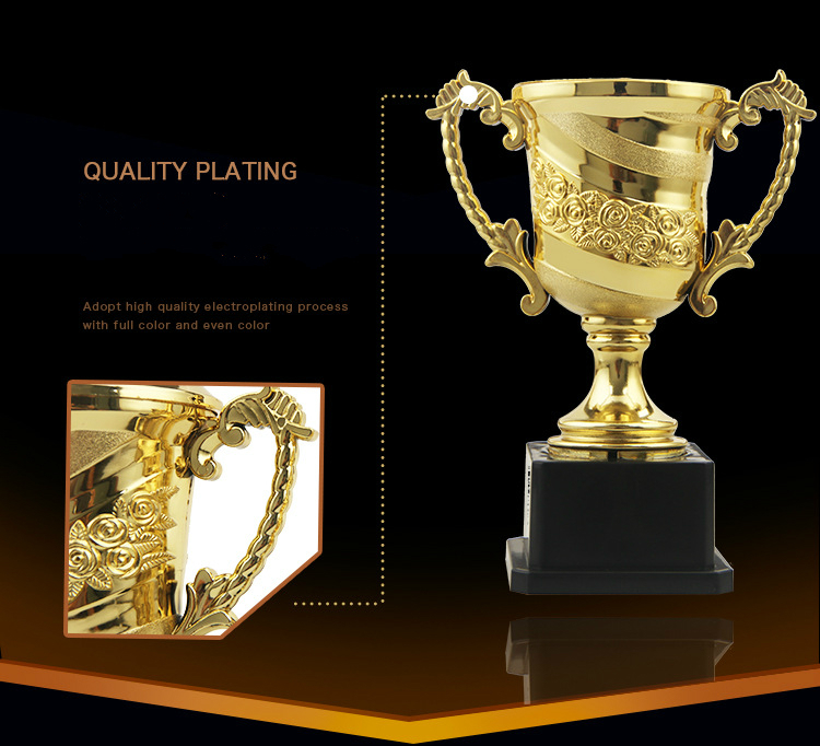 NEW 6 MINI GOLD /& SILVER COLOURED PLASTIC TROPHY TOY