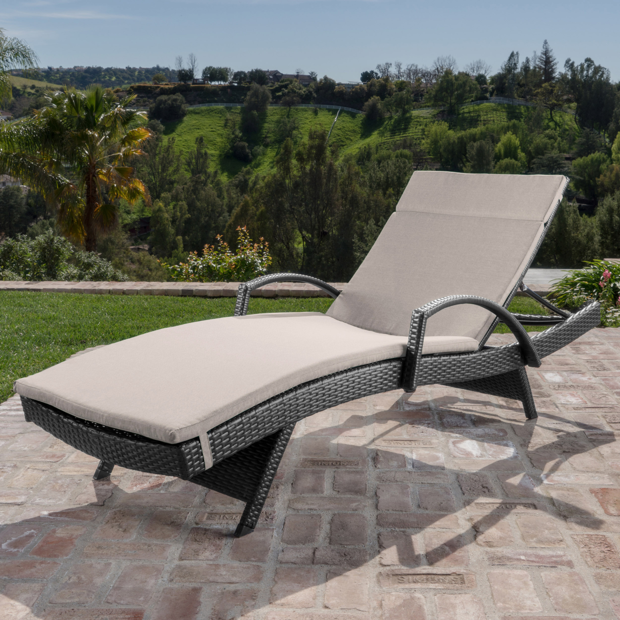 Solaris Outdoor Gray Wicker Armed Chaise Lounge with Wicker Accent Table