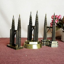 The new New York Twin Towers Memorial electroplating work fine model of Petronas Twin Towers tourist souvenirs(China)