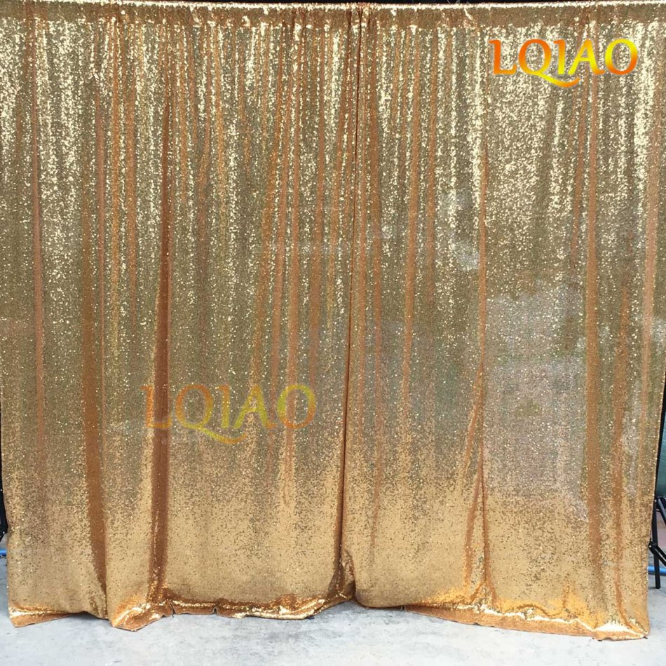 gold sequin backdrop-018
