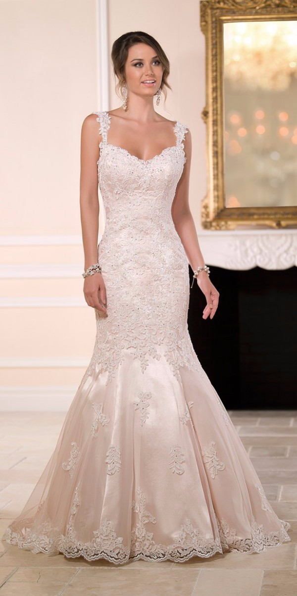 2019 Fashionable Lace Appliques Mermaid Wedding Dresses with Spaghetti Straps Sweetheart Beaded Sexy Backless Bridal Gown
