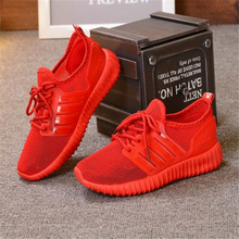 2017 New Black Running Shoes Men and Women with The Same Type of Sports Shoes Walking Jogging Small Red Shoes Sneakers Male