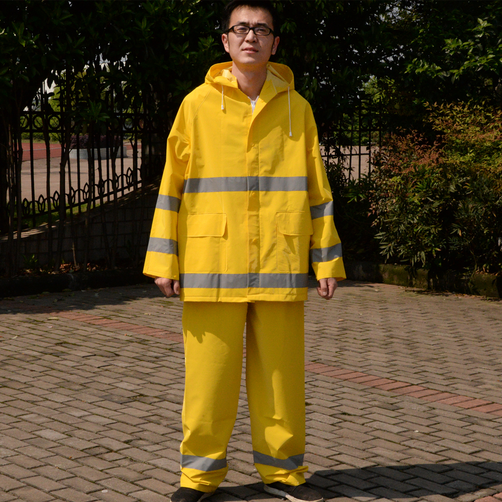 Fashion motorcycle raincoat /Conjoined raincoat/overalls men and women fission rain <br>