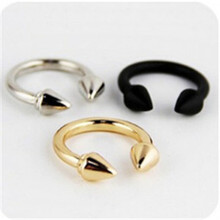 nj37  European and American retro exaggerated influx of people ring finger female punk rivet arrow