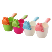 Cute Cartoon Frog Baby Shower Water Spoon Infant Bath Flusher Baby Shampoo Cup Bath Wash Cups Wash Head Floating Toy