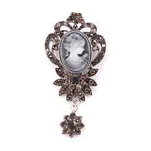 Vintage Crystal Flower Pendant Cameo Brooch Pins in antique gold or antique silver color for Women