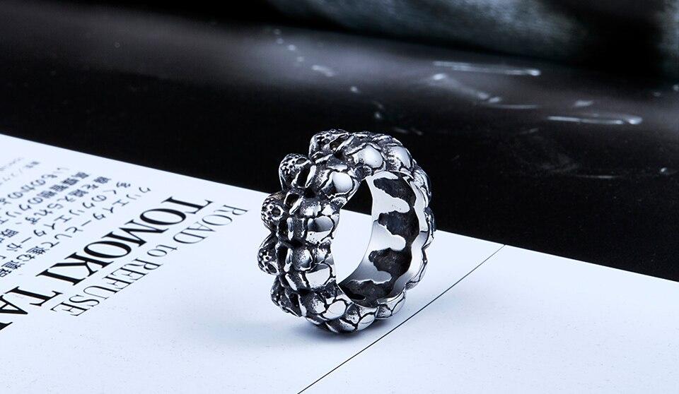 แหวนเท่ห์ๆ แหวนกะโหลกล้อม สแตนเลส ส่งฟรี4