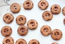 400pcs laser cut engraved pack 20mm Medium Round Wood, Wooden Flower Button diy doll making clover lucky flowers