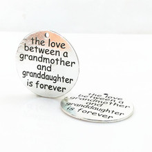 10 Pieces/Lot 32mm letter printed the love between a grandmother and granddaughter is forever massage pendant charm for jewelry
