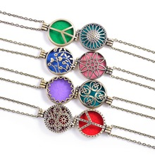 Round Vintage Antique Bronze Fragrance Diffuser Locket Necklace For Essential Oil Colorful Pads Necklace