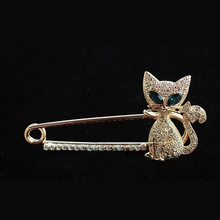 1PCS Hot New Fashion Brooches for Women Alloy Animal Brooch Green Eye Crystal Cat Brooches Gift