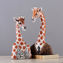 Lovely Giraffe Couple Resin Craft Animal Couple Giraffe Decoration Window Table TV Cabinet Decoration Living Room Best Xmas Gift(China)