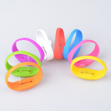 Cool 8 Color Unisex Vibration Voice Control LED Light Up Silicone Bracelet Glow Flash Bangle Gift For Party Decoration Wholesale