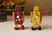 Retro clockwork tin toys Classic clockwork tin small robot Rare collectibles