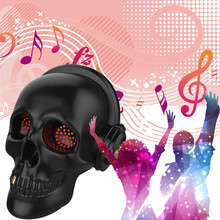 2017 New Style Skeleton Head Stereo Bluetooth Speaker Super Heavy Bass Halloween Gift LED Light Effect Novelty Toys