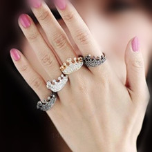 The new design vintage crystal ring strong sense! Luxury full crystal crown molding small ring free shipping