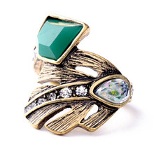 wing yuk tak Brand ring New Design Retro Exquisite Women Acrylic Geometric Green stone Rings For Women Dress Accessories