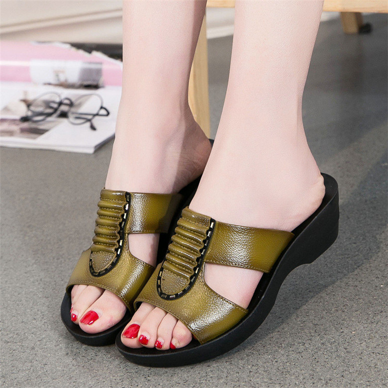 Summer-new-mother-slippers-fashion-ladies-slippers-soft-and-comfortable-casual-large-size-shoes-Woman-Slope (2)