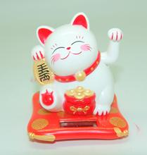 The solar hand cat cat plastic trumpet decoration car decoration opened in front of jewelry(China)