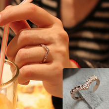 G286 Hot Fashion Girl V shape Finger Rings Bijoux New 2017 Simple Crystal Ring For Women Wedding Jewelry Accessories Gift Cheap