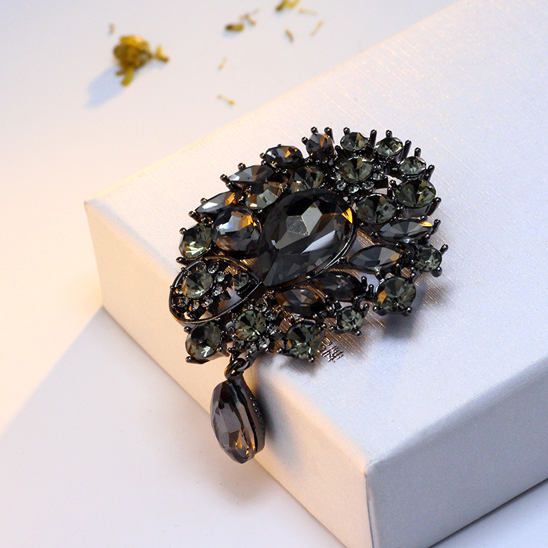 Hot! Vintga Crystal Romantic Brooch pins Fashion wedding Brooch jewelry for women Best Gift 6679(China)