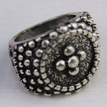 Silver-zinc alloy ring burning a simple circular pattern vintage 2015 New Free International Shipping