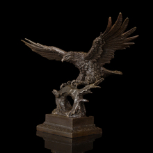 Arts Crafts Copper Durable Casting Bronze Crafts Flying Glede Vintage Brass Eagle Sculpture Statue With Bronze Base Hawk Figurin