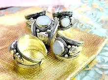 1 Piece Excellent White moonstone Bead Old Tibet Silver Ring Nepal Ring Adjustable Unisex Gift