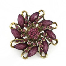 New Jewelry wholesale Cheap vintage Retro Alloy  Resin Female Brooches Flower Shape