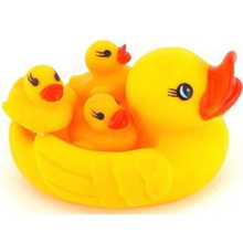 2014 novelty toys pinching ring ducks swimming paddle will call the mother duck Baby bath water toys