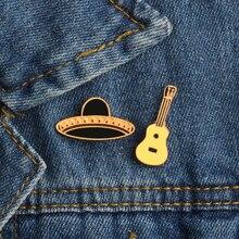 a74823be89448 2Pce Set Chapéu Mexicano de Guitarra Pinos Esmalte Emblema Do Metal Meninas  Calças De Brim Cap Mochila Decoração Presente Da Mod.