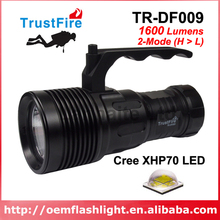 TrustFire TR-DF009 Cree XHP70 Yellow Light 3000K / White 6500K 1600 Lumens 2-Mode Diving LED Flashlight - Black ( 4x18650 )