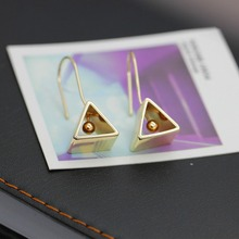 2016 geometric simple ms triangle earrings earrings design of copper pieces of earring pop punk restoring ancient ways(China)