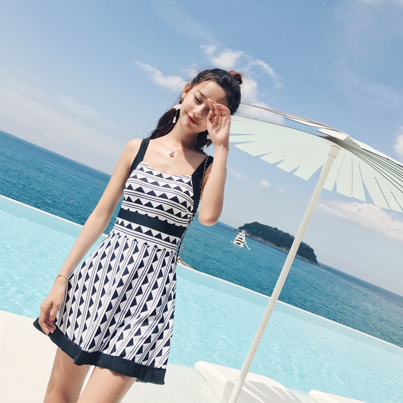 Beach Sports Woman Swim One-piece Swimsuit Female Skirt Style Obscure Small Chest Gather Together Student Sexy Swimwear<br>
