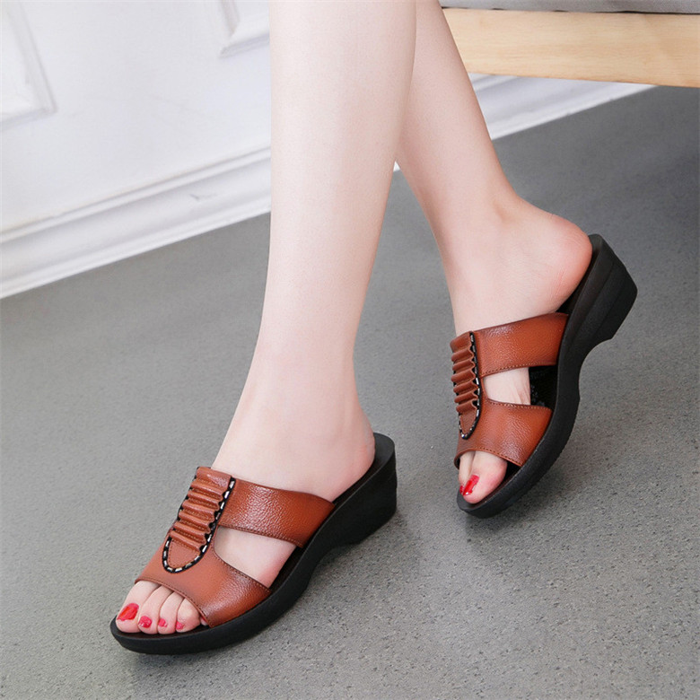 Summer-new-mother-slippers-fashion-ladies-slippers-soft-and-comfortable-casual-large-size-shoes-Woman-Slope (3)