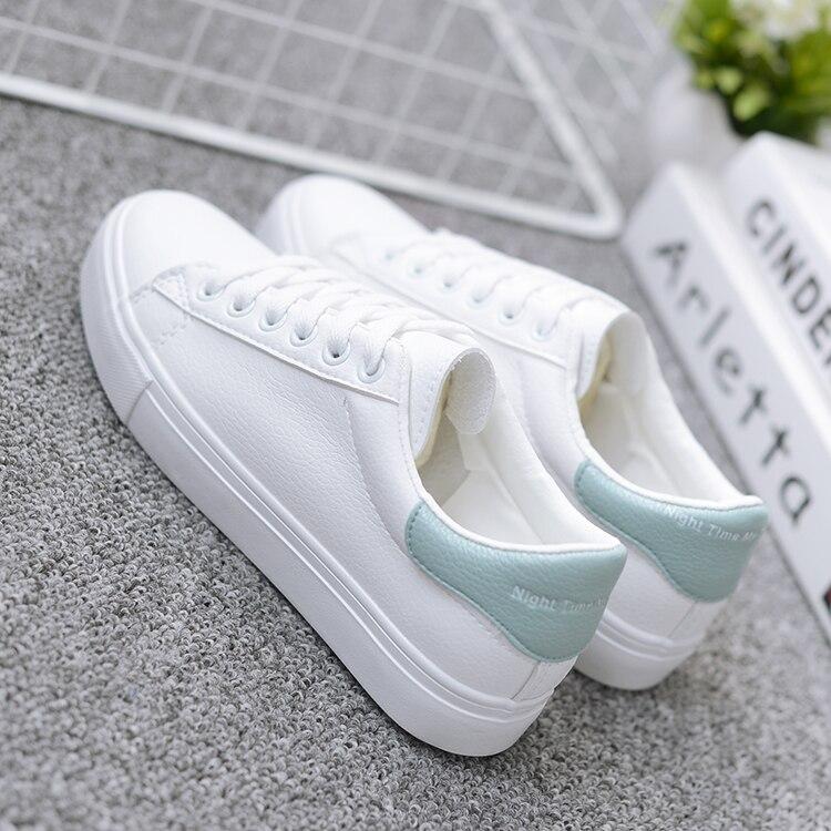 حذاء نساء لون ابيض 40