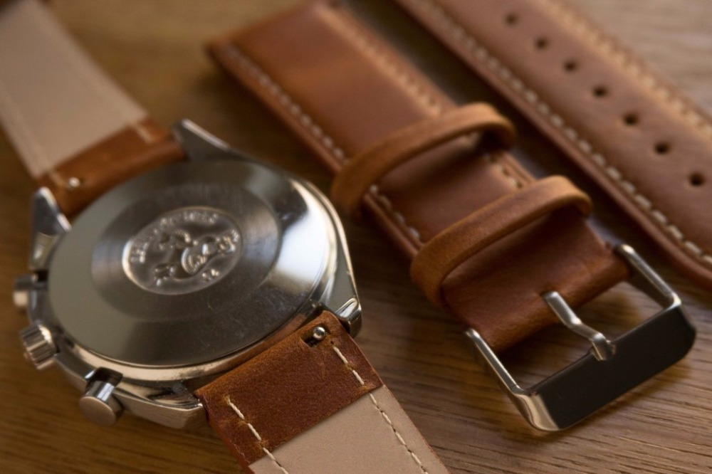 Classic_Oak_brown_watch_band_white_stitching_and_quick_release_spring_bar_Cheapest_nato_straps_1024x1024